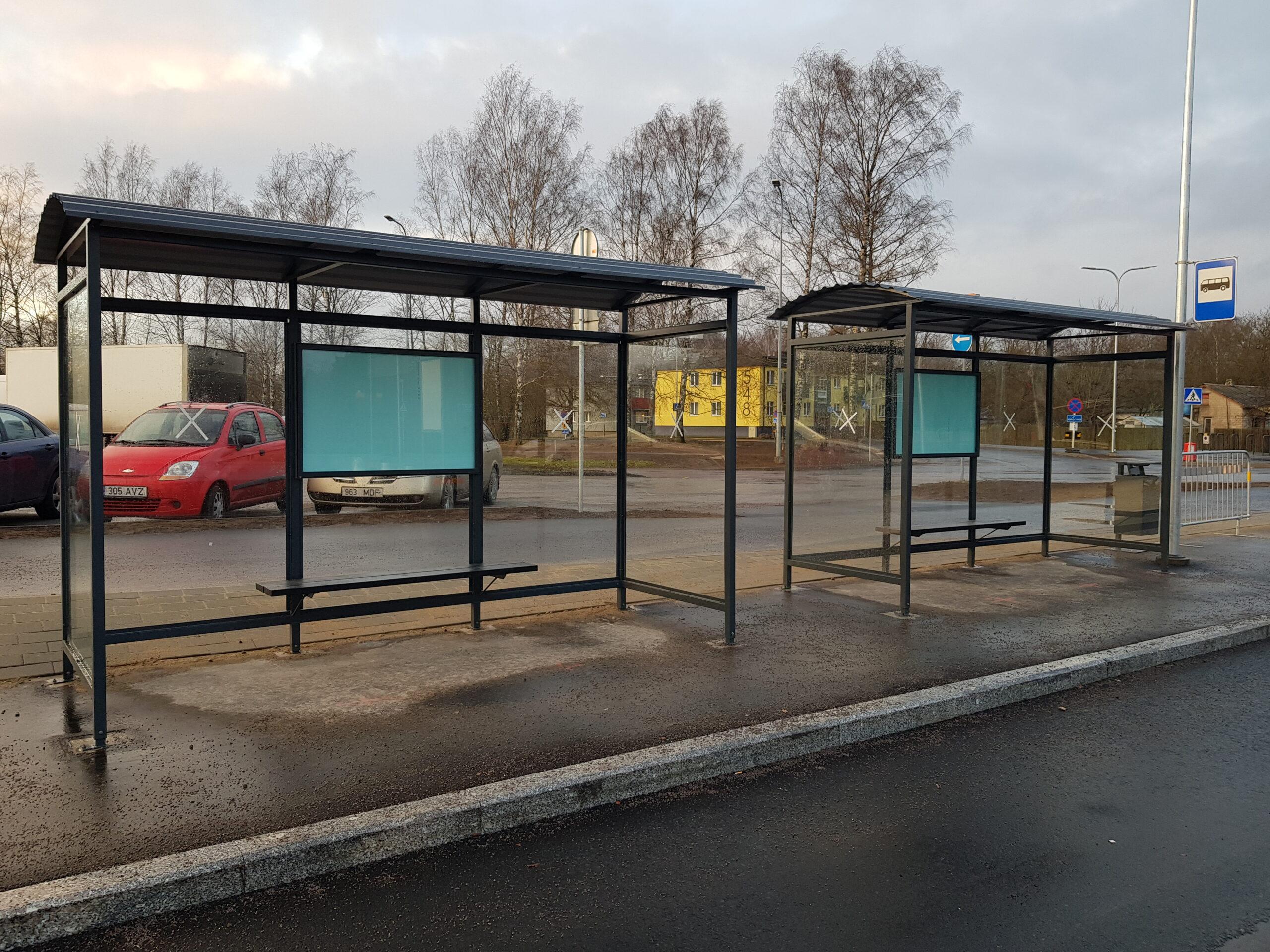 Kahest bussiootepaviljonist koosnev bussipeatus